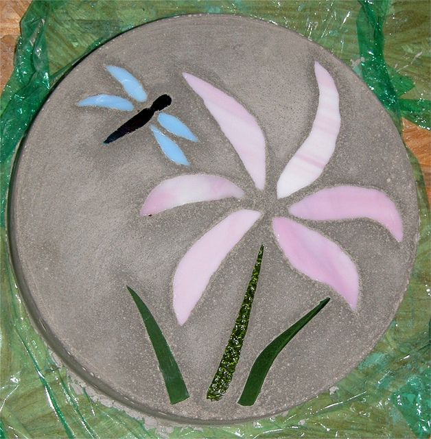 10 Landscaping Ideas For Using Stepping Stones In Your Garden: How Does Your Garden Grow