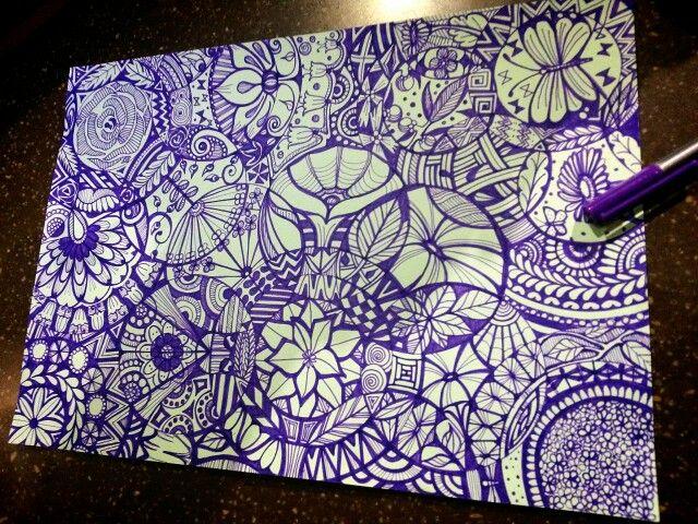 보라색 펜으로 그린 펜화