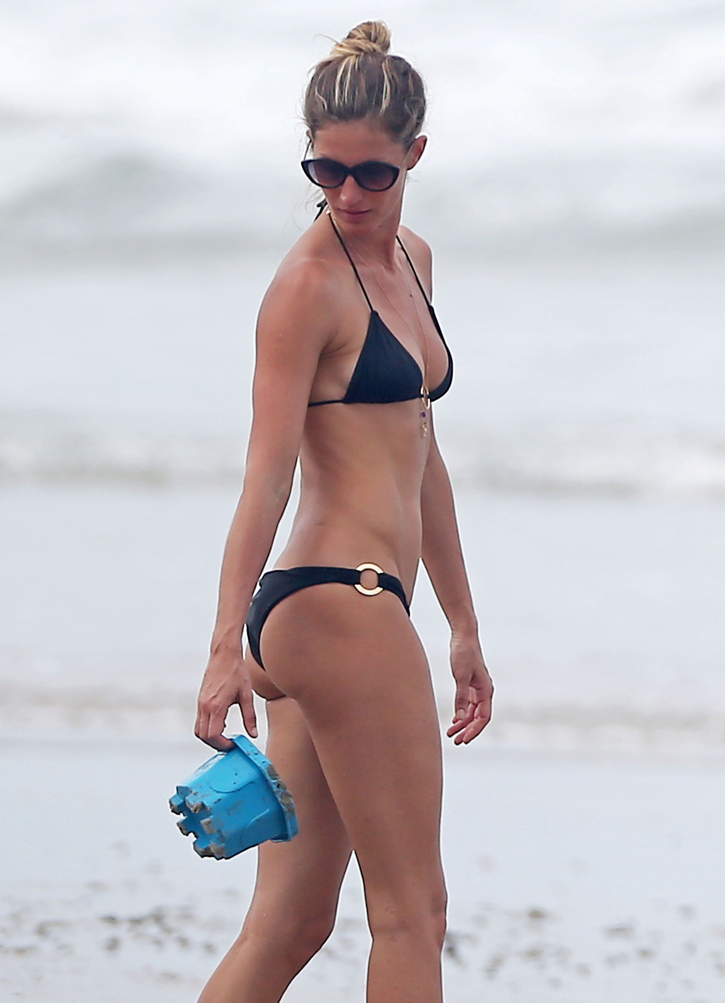 Resultado de imagen para giselle ponytail beach
