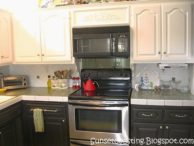 If Can't Cut Down Cabinet Over Stove For The Microwave Eliminate Prepossessing White And Black Kitchens Design Design Ideas