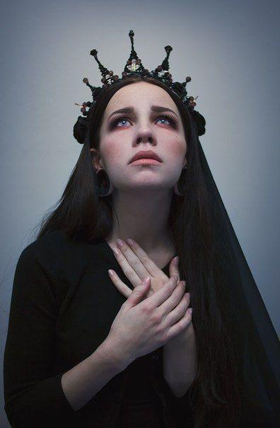Photo of Nuestra Señora de la Miseria Eterna: La Maldición de la Sensibilidad … – # Maldición # …
