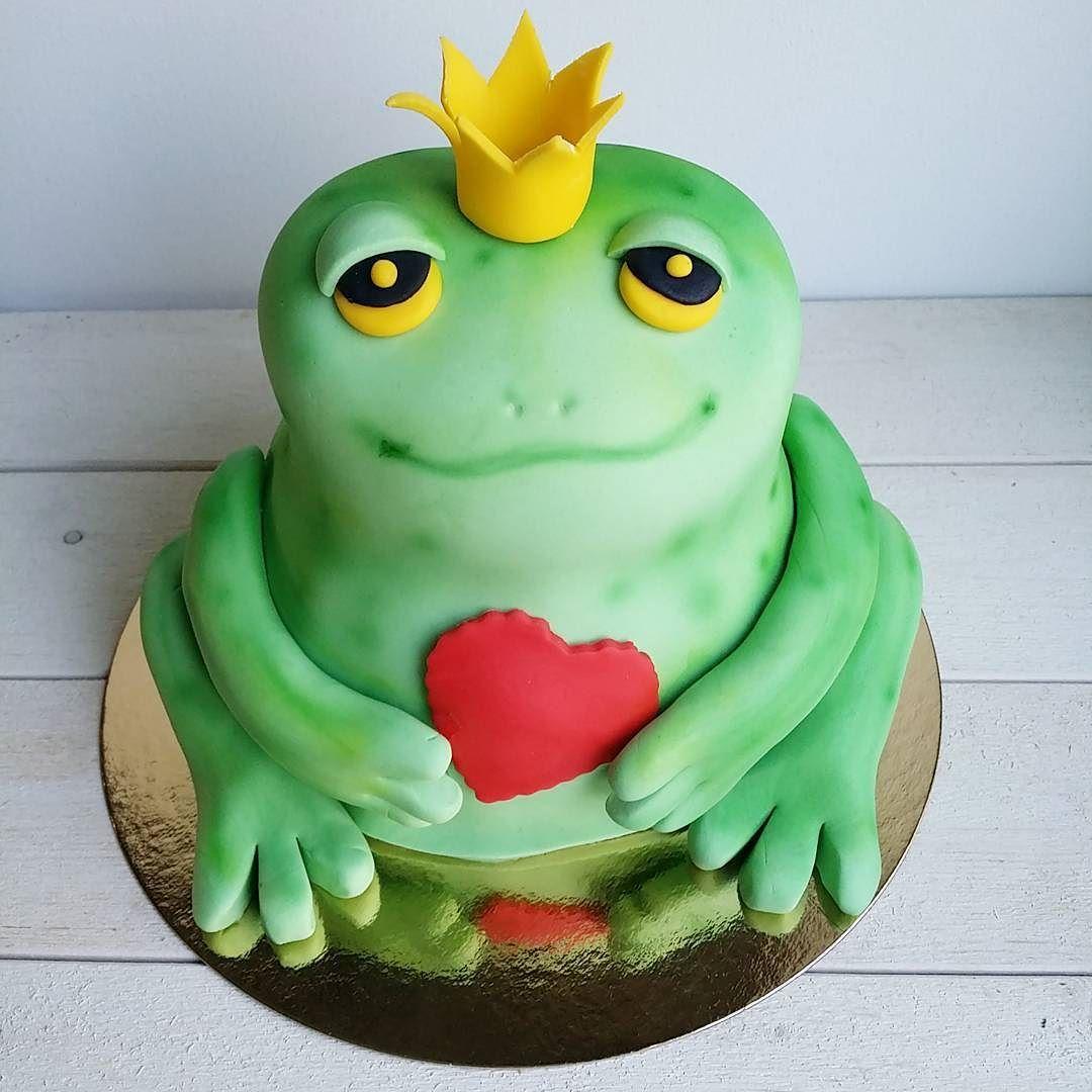 Be my valentine  #sammakko #prinssi #kakku #confettifi #frog #prince #cake #bemyvalentine #ystävänpäivä #valentineday #hearttohearts #kruunu by siiliparatiisi