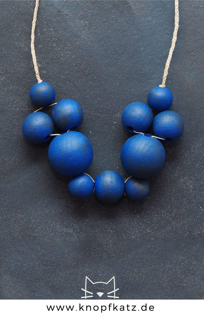 KUPA Holzkette, leuchtend Blau, Handarbeit | Handgefertigte