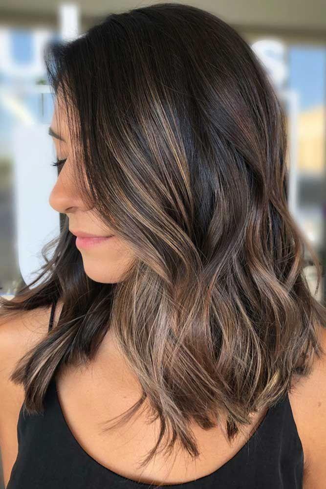 Weiches Und Subtiles Kuhles Braun Highlights Teilhighlights Haarfarben Kuhle Braune Haare Haar Styling