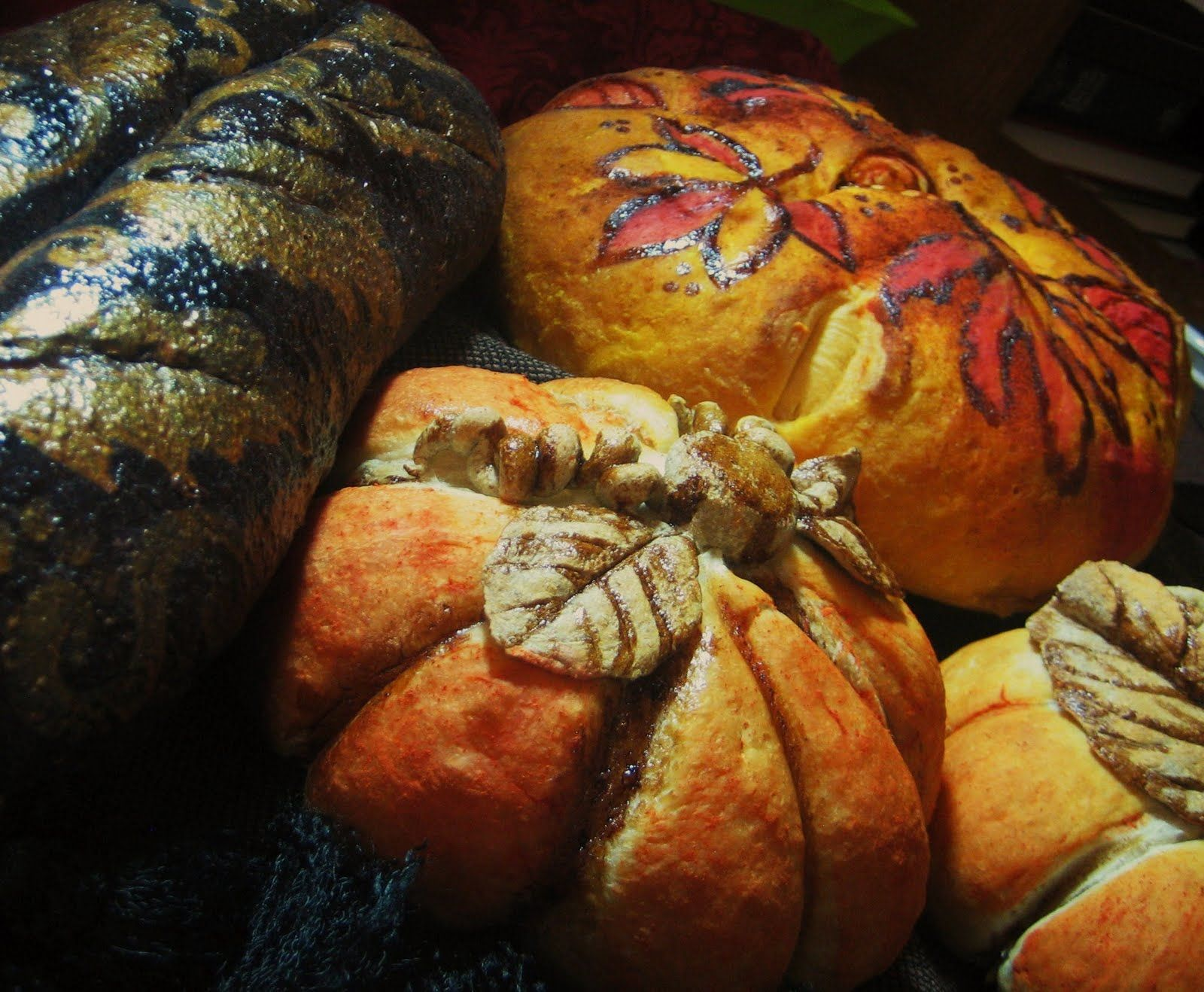 Check out Chef Tess bakeresse and her painted bread