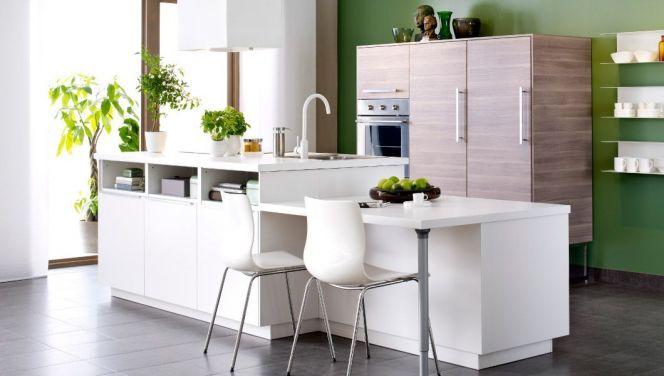 Cuisine blanche et verte avec îlot par Ikea    wwwm-habitatfr - cuisine avec ilot central et table