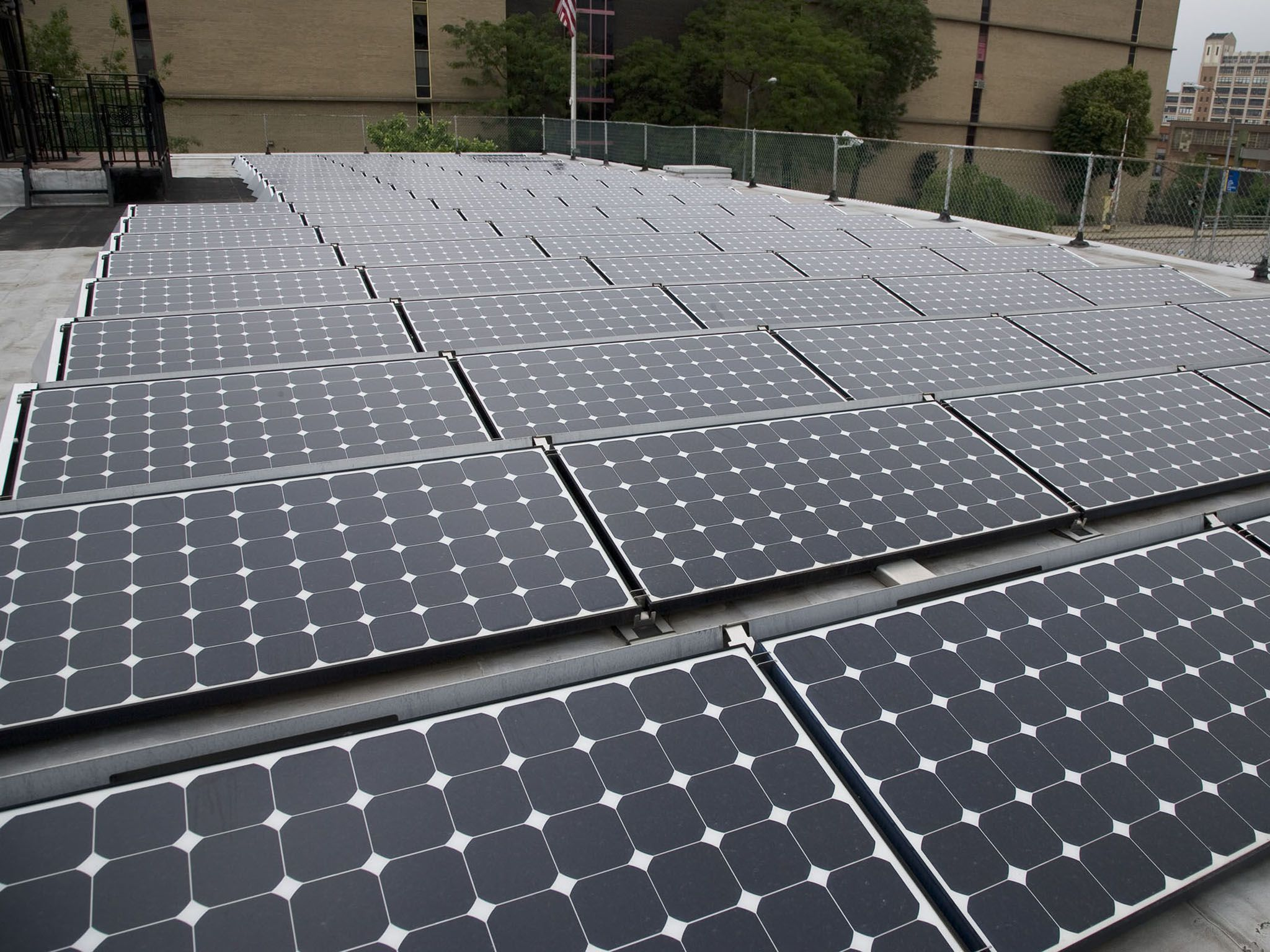 More New Yorkers Are Using Solar To Power Homes Crain S New York Business Solar Solar Energy Projects Solar Panels