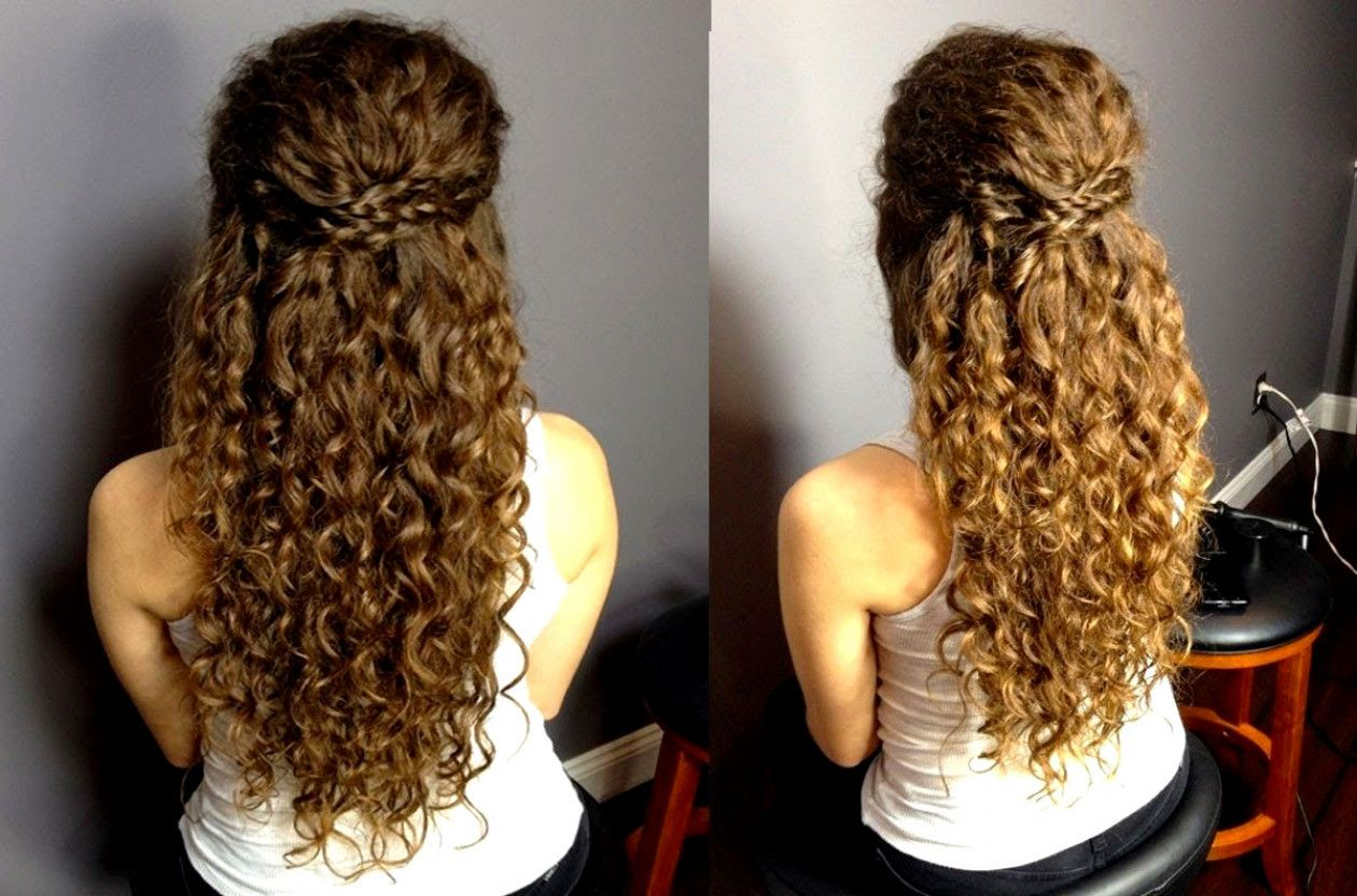 17 Really Cute Hairstyles For People With Naturally Curly Hair Naturalcurlyhairstyles Curly Hair Styles Naturally Natural Curls Hairstyles Curly Wedding Hair
