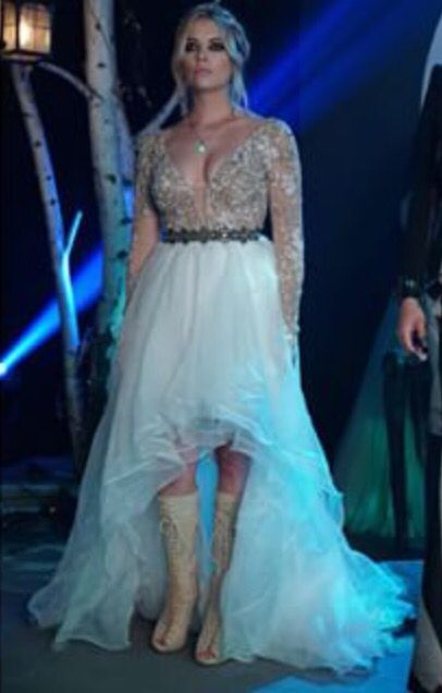 7aca2e82238 Hanna Marin s gorgeous prom dress... I want