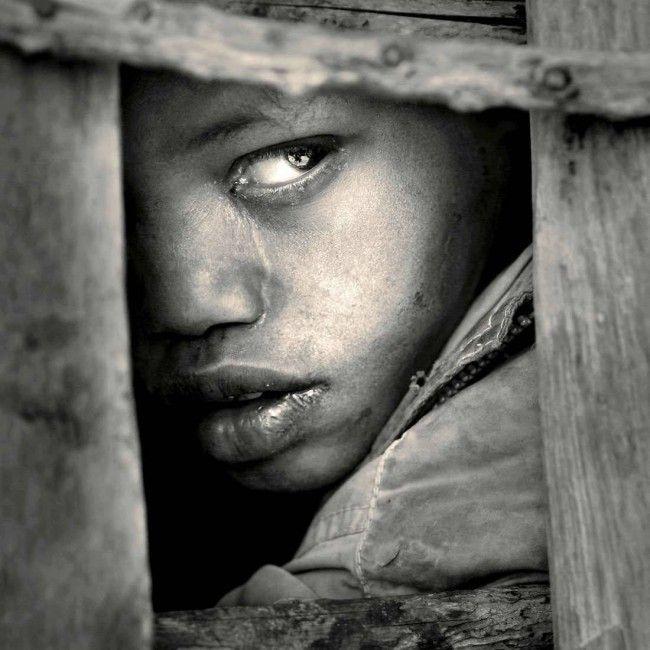 noir et blanc tanzanie portrait d 39 un enfant au regard triste photos pinterest tanzanie. Black Bedroom Furniture Sets. Home Design Ideas
