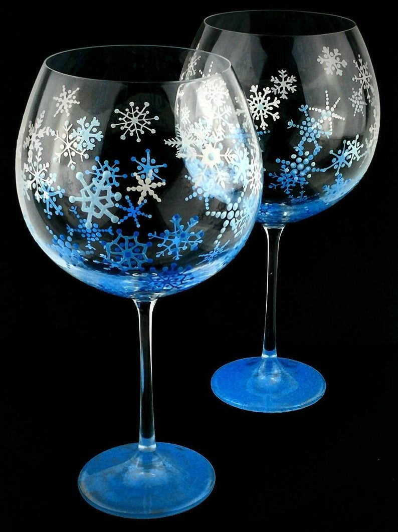 Snowflake Hand Painted Wine Glasses Winter Decor Christmas Wine Glasses Seasonal Wine Glasses Gift For Her Gift For Wine Lover Snow Manualidades Navidad Reciclaje Navidad Reciclaje Manualidades