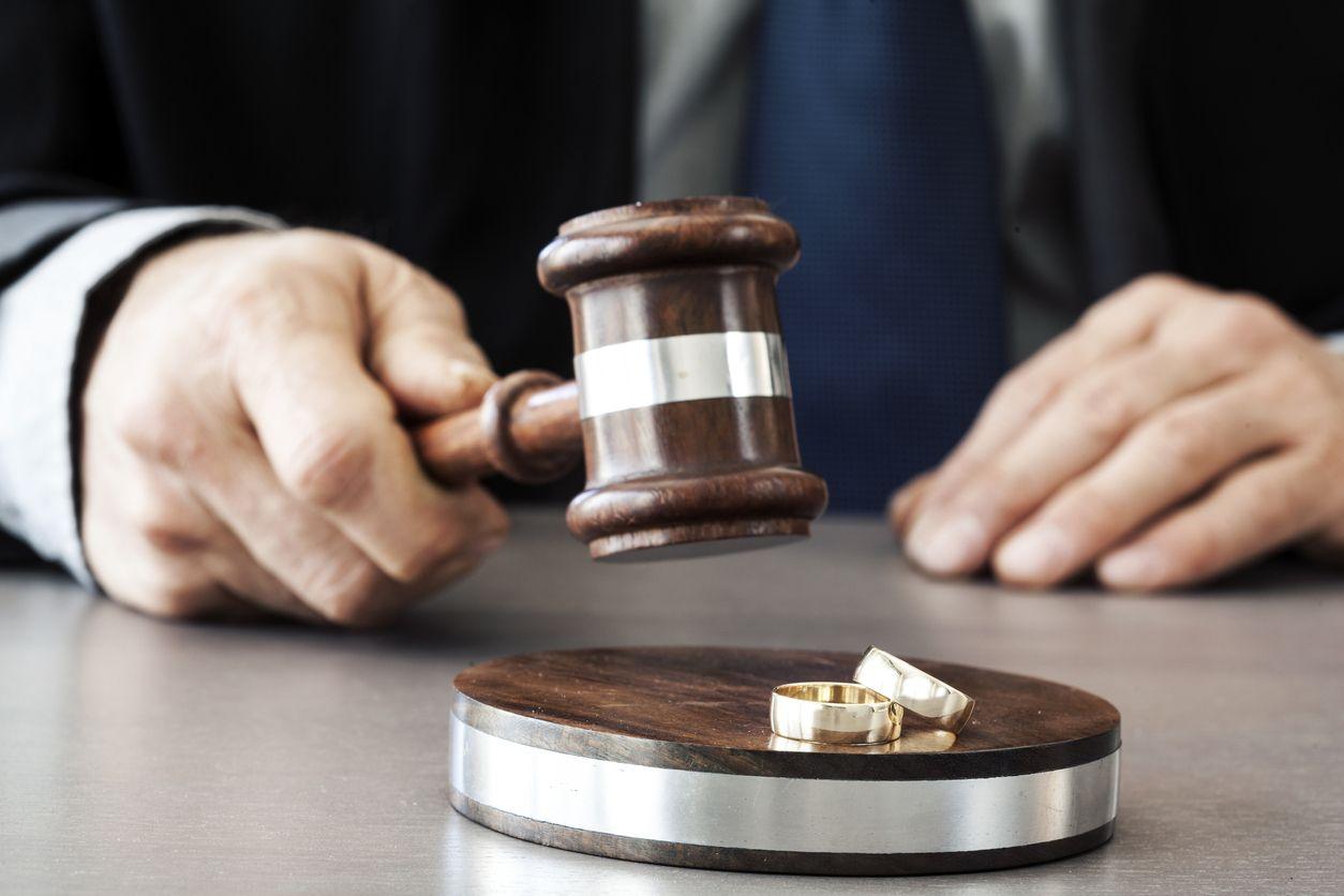 Top 10 Factors to Consider When Choosing Your Divorce Lawyer | TopTeny.com | Divorce lawyers, Divorce law, Divorce