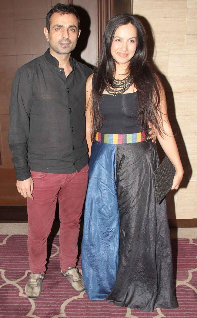 Mayank Anand With Shraddha Nigam At Sanjay Gupta S Art Exhibition Bash Style Bollywood Fashion Beauty