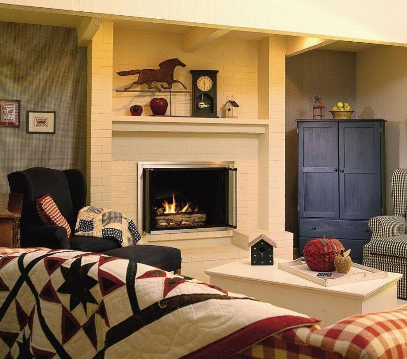 Wohnzimmer mit Kamin in einem Privathaus - Fotoreportage