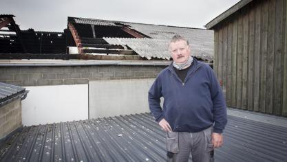 Guy Houbrechts exige désormais le démontage du hangar pour une meilleure implantation, «  sans la toiture en amiante  ». © Michel Tonneau.