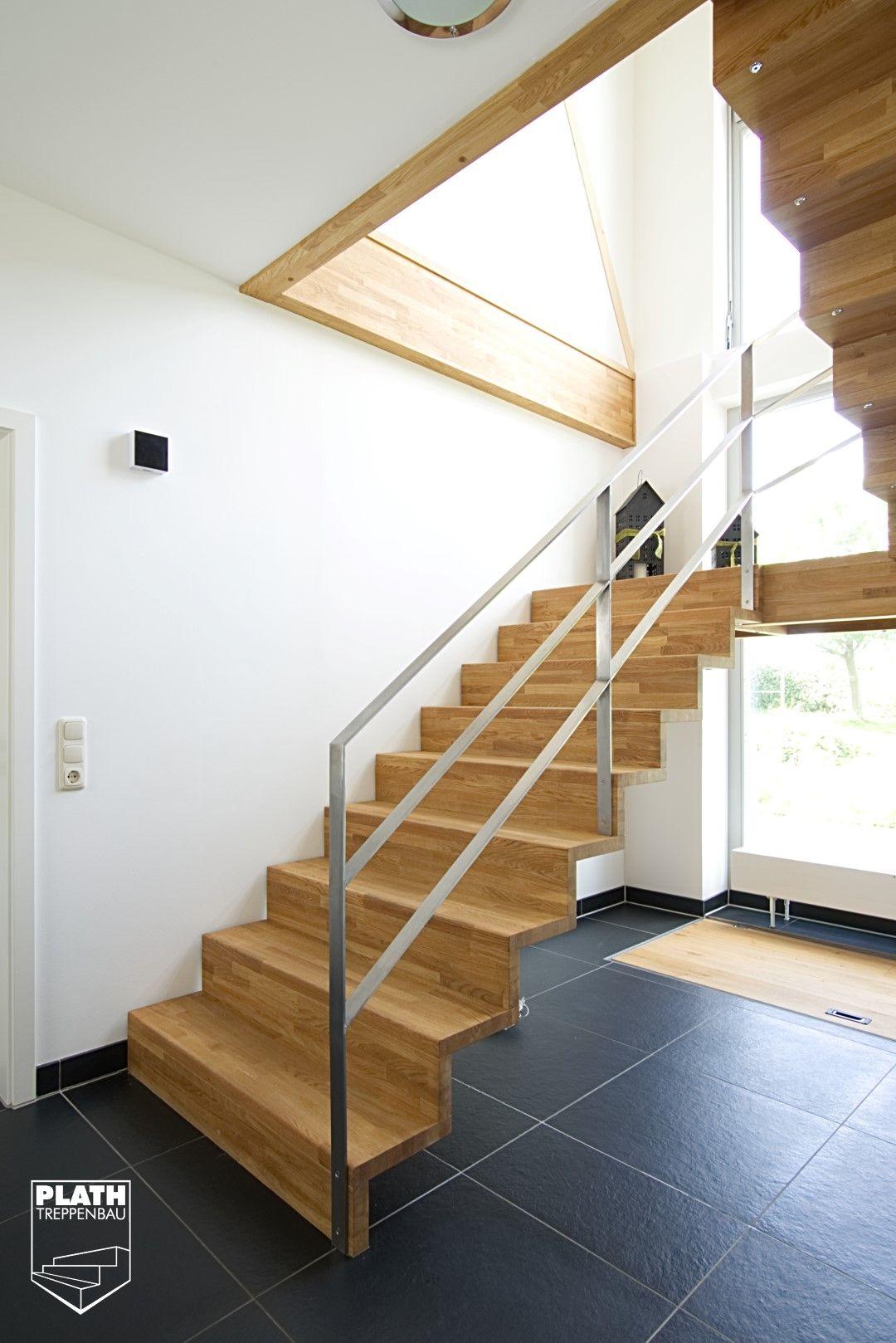 faltwerktreppe aus eiche geb rstet und ge lt mit podest mit gel nder aus edelstahl. Black Bedroom Furniture Sets. Home Design Ideas
