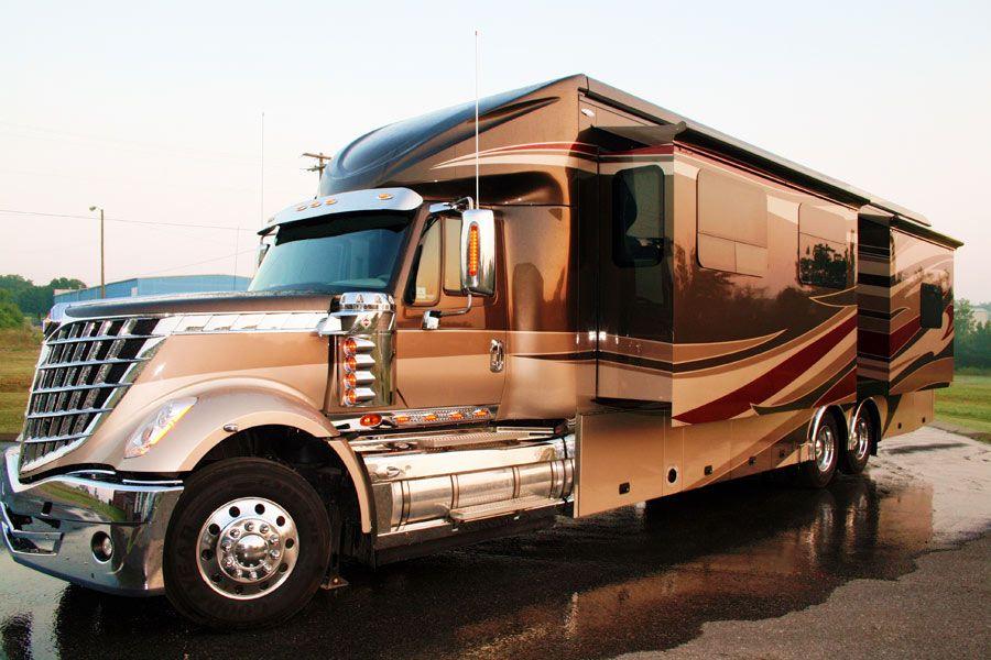 Luxury motorhomes images custom motorhomes on the road for Custom motor coach builders