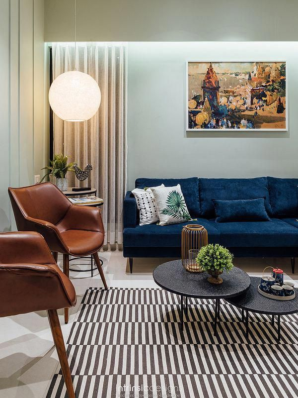 A Living Room In Navy Blue Sofa Leather Chairs Patterned Monochrome Rug And Heavy Upholstery Blue Couch Living Room Blue Sofa Living Blue Sofas Living Room
