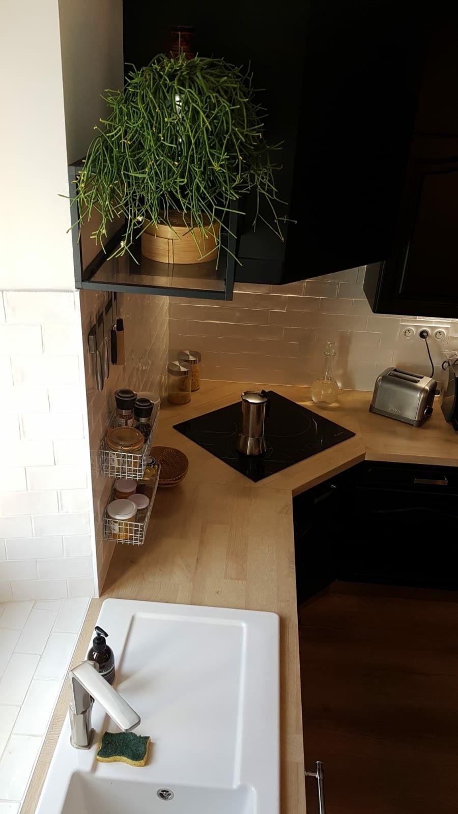 Cuisine Renovee Noir Mat Avec Plan De Travail Stratifie Bois