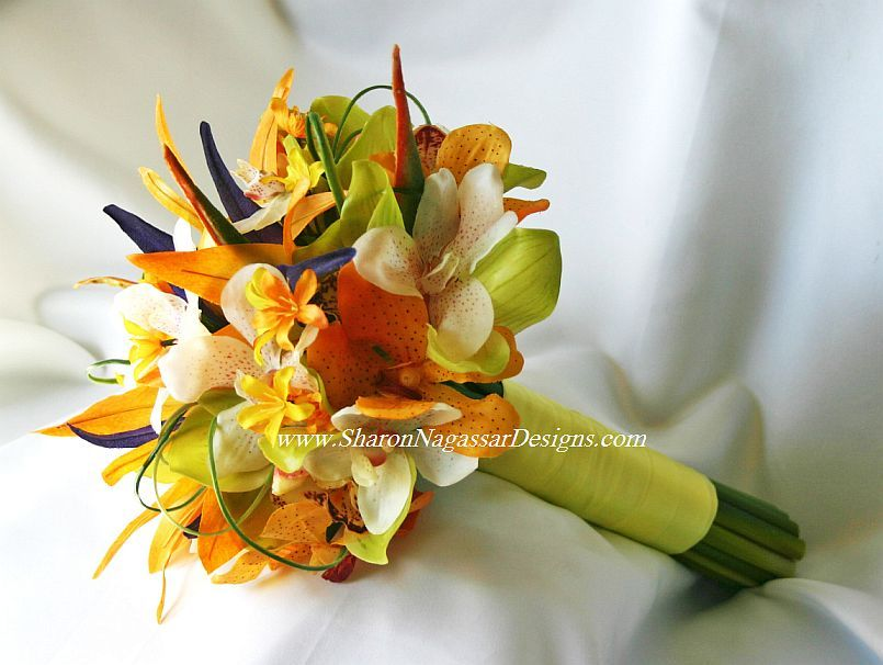 Bouquet: I like the simplicity of the tropical flowers (would ...