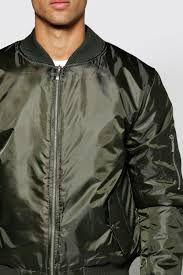 355a5806a8 Cómo combinar chaquetas bomber para hombres. Esta es la tendencia estrella  de la temporada 2016 2017 Otoño- Invierno
