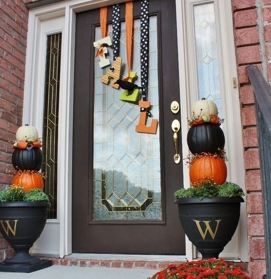 67 cute and inviting fall front door décor ideas | holidays