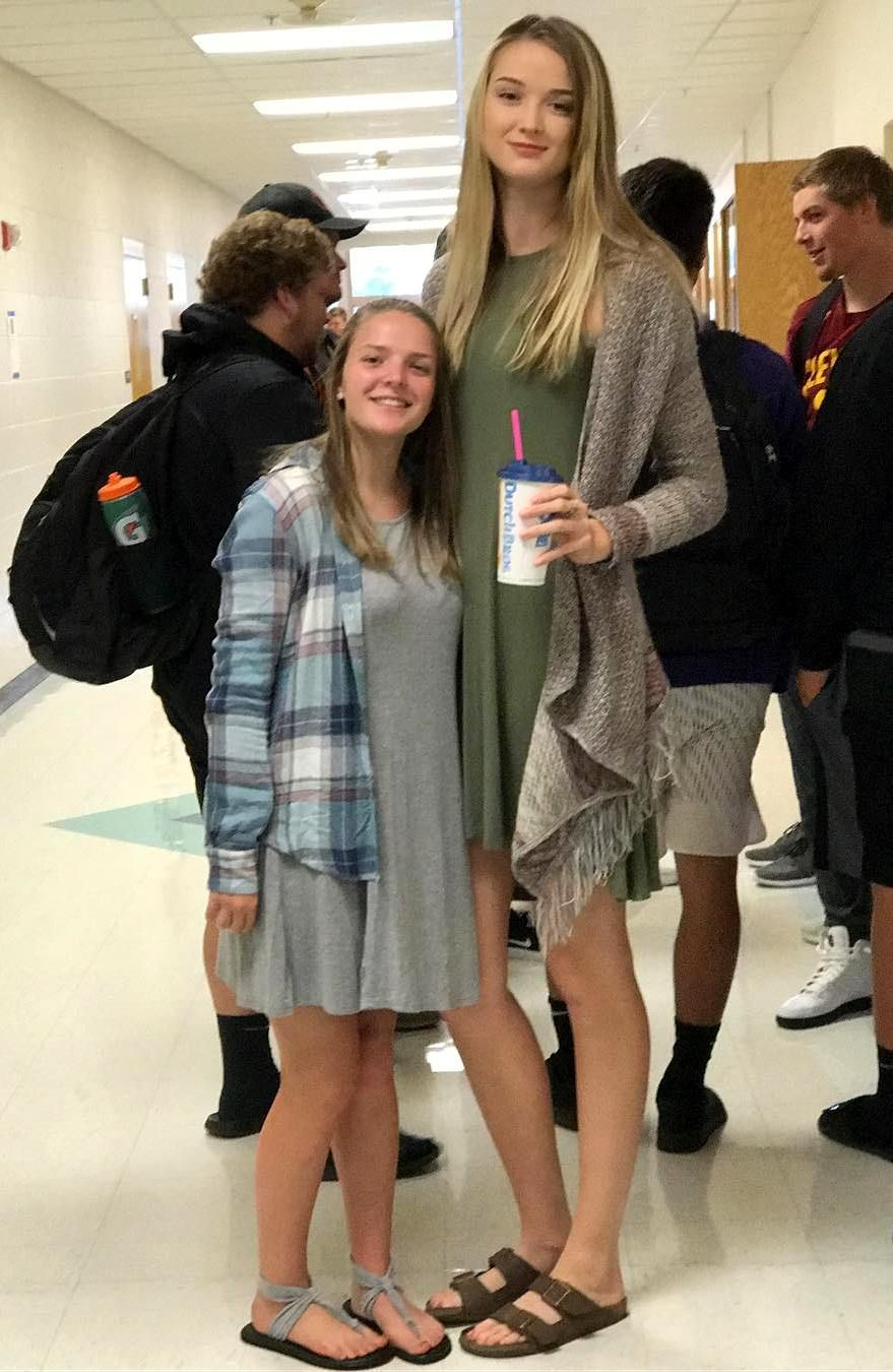 5ft2 158cm Vs 6ft6 198cm Tall Women Tall Women Tall People Women