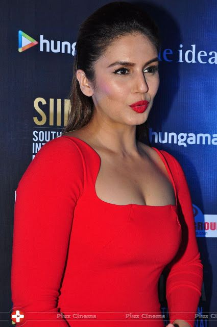 Huma Qureshi Hot Cleavage Photos Red Costume Hd