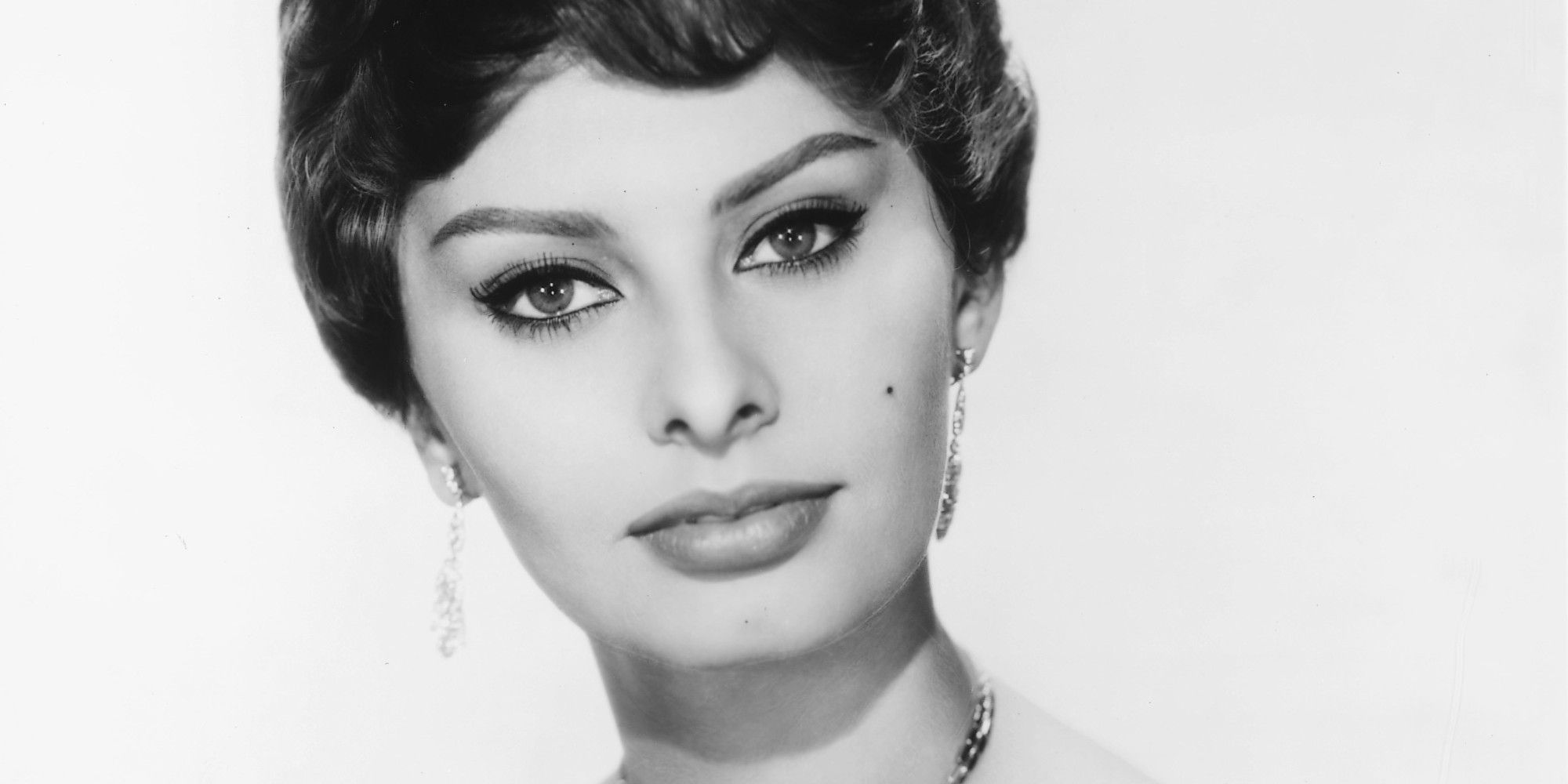 sophia loren s response to plastic surgery pressure is awesome sophia loren is regarded as one of the most beautiful actresses of all time but
