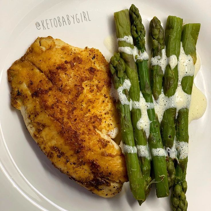 Tilapia and asparagus with hollandaise sauce.  Tilapia and asparagus with hollandaise sauce. #hollandaisesauce