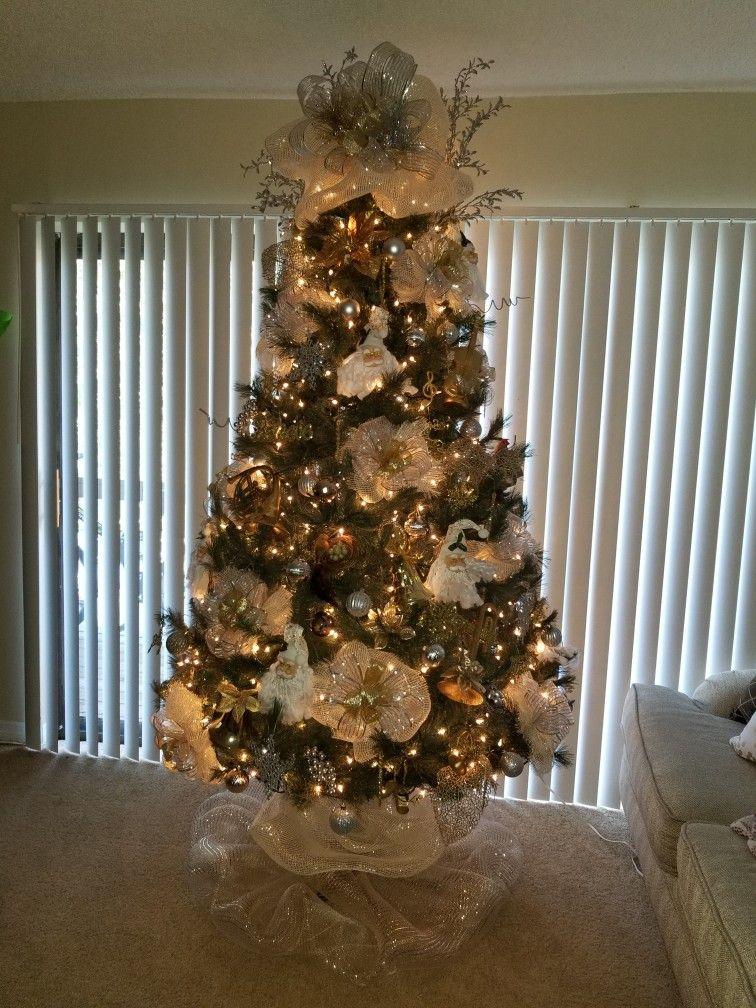 Gorgeous Tree But The Tree Skirt Caught My Eye Xmas Theme Christmas Tree Decorations Christmas Lights