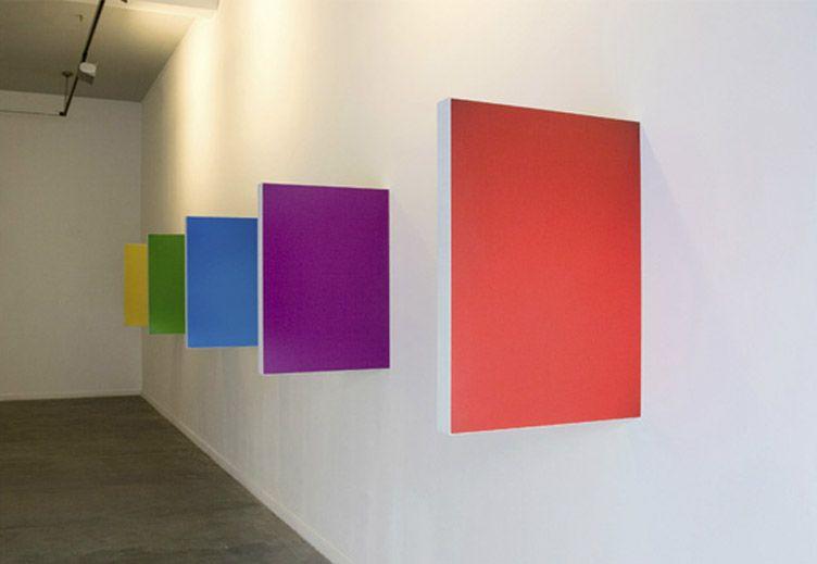 Mar Vicente, originaria de Lugo, ve su trabajo como un experimento constante. Aunque desarrolla su trabajo con el medio convencional de dos dimensiones, la artista lleva su investigación más allá d...