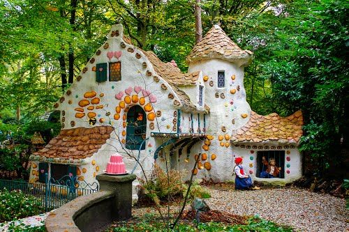 Grimm S Fairy Tales Hansel And Gretel Efteling Theme Park Netherlands Bird House Hansel And Gretel House House Styles