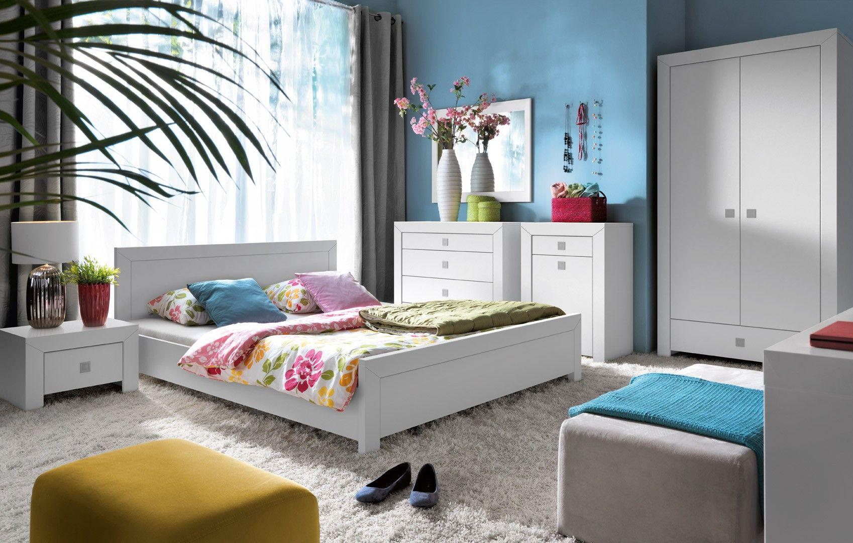 mezo is een moderne complete slaapkamer gemaakt van hoogwaardig gelamineerd plaatmateriaal uitgevoerd in de kleur mat wit gecombineerd met zilverkleurige