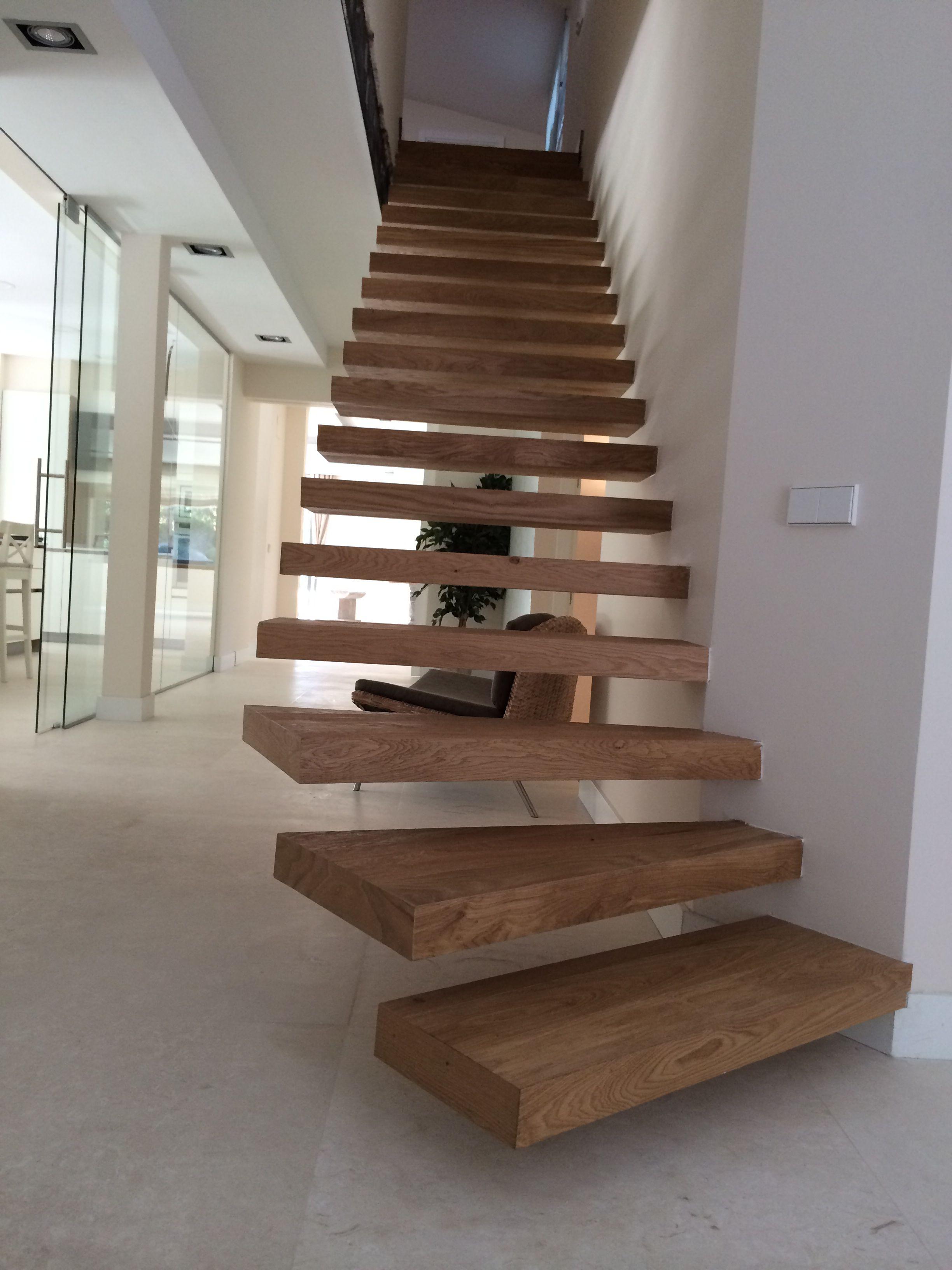 Escaleras voladas Escalera con tarima maciza Junckers roble una