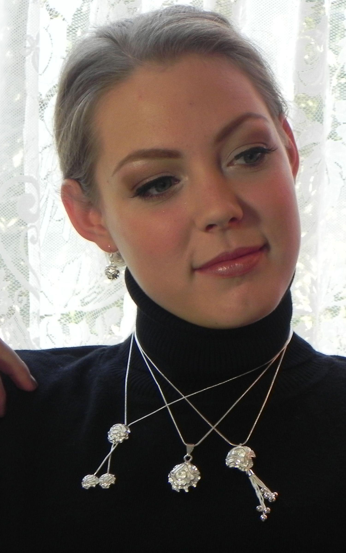 Een roos die je altijd bij je draagt.. van sterling zilver.  www.perlefine.nl