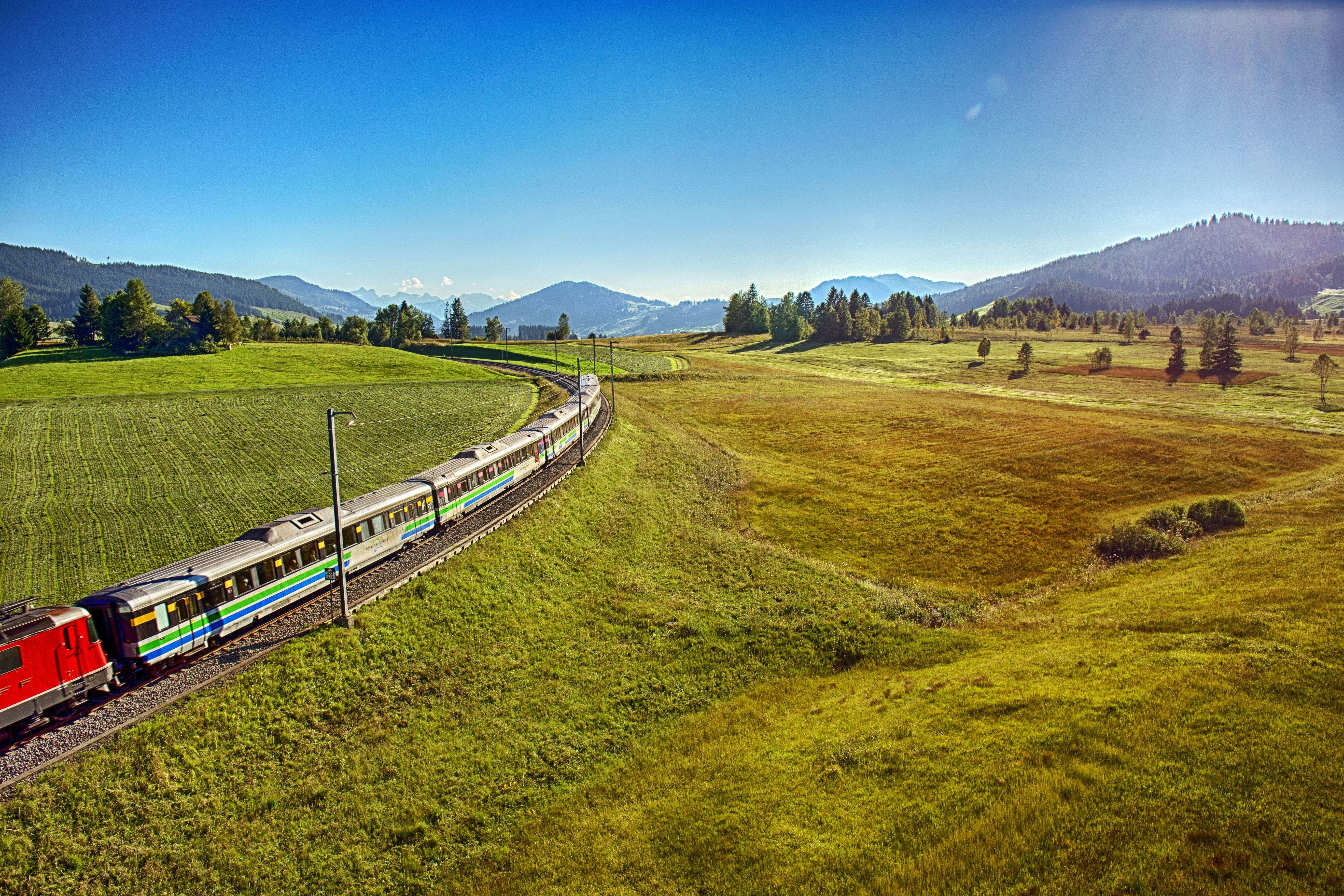 Der Voralpen-Express im Rothenthurmer Hochmoor.