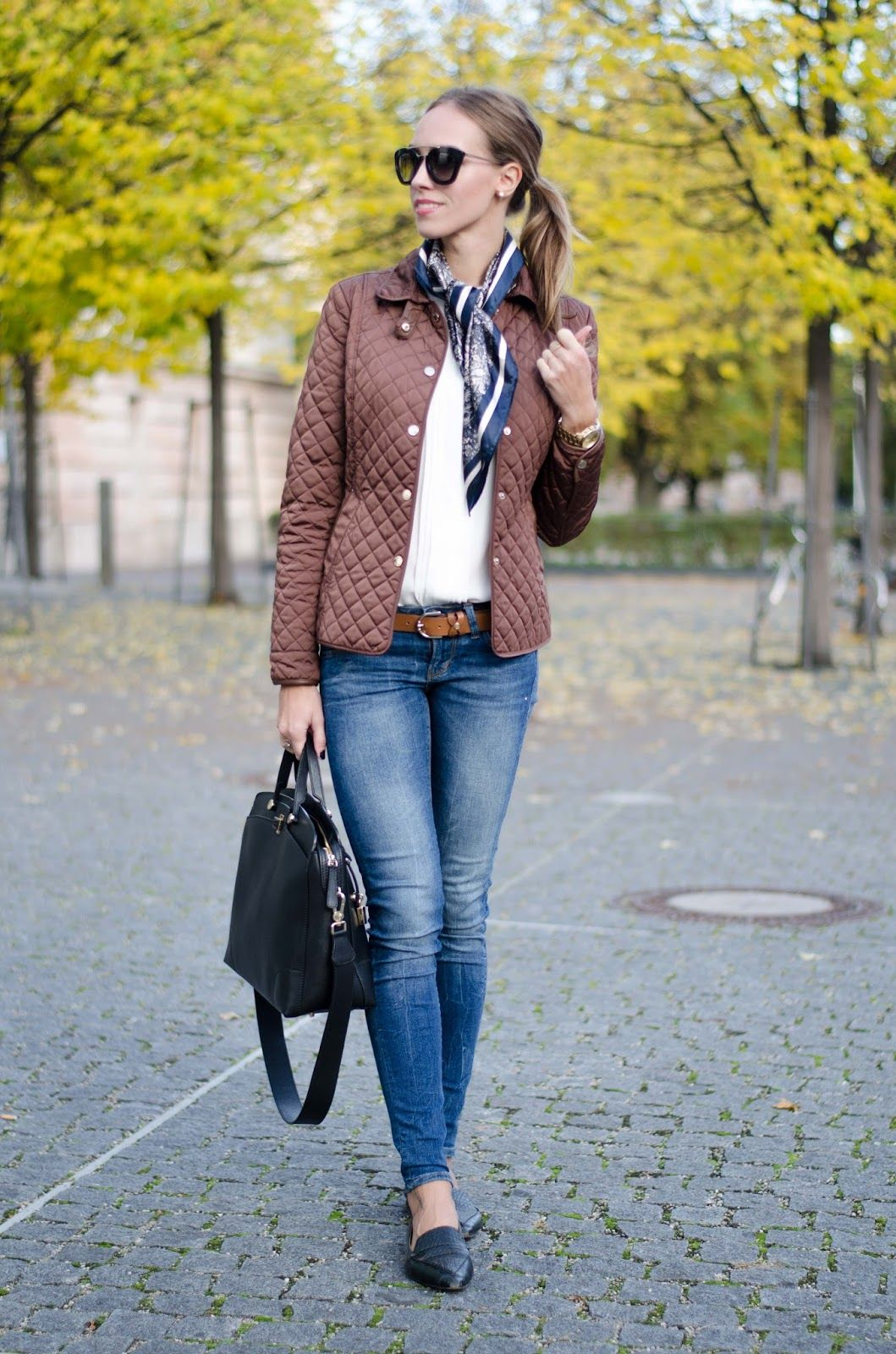 classy fall outfit quilted jacket blue skinny jeans flats
