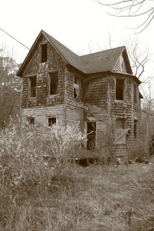 Abandoned House In Woods On Rt 9 In Little Egg Harbor Nj