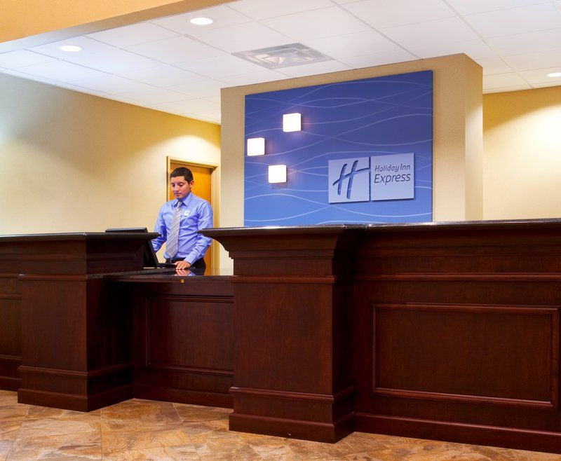 Holiday Inn Express Suites Waukegan Il Www Chicagowaukeganhotel Com Holiday Inn Suites Waukegan