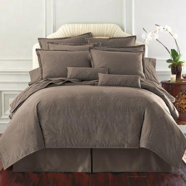 Royal Velvet 400tc WrinkleGuard Comforter found at