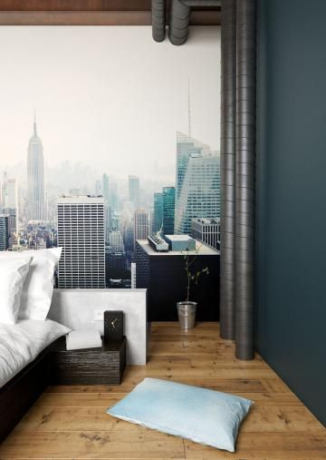 Close-up Skyline Manhattan behang met bed en blauw geverfde muur in ...