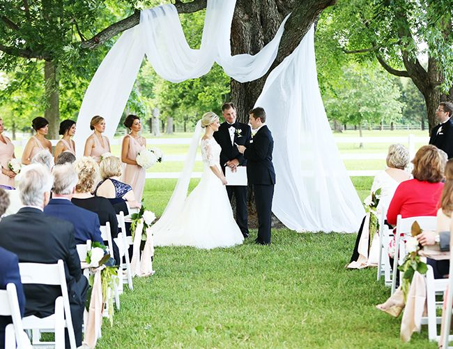10 Tips for Making a Big Wedding Feel Intimate Wedding ceremony