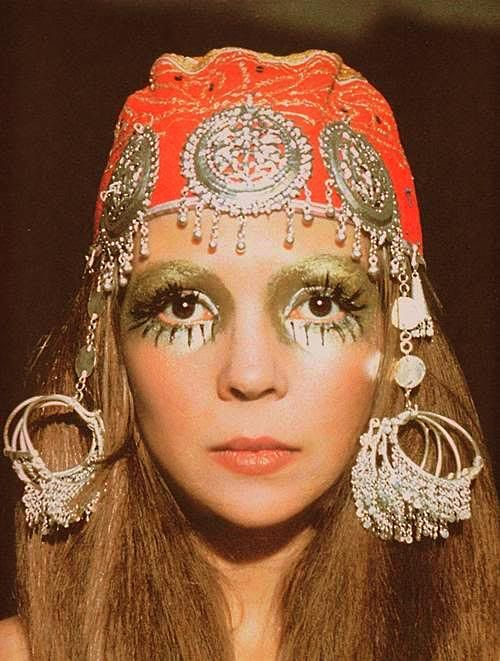 gypsy or hippie (they're almost the same) - photo: Penelope Tree ~ fashion model; late 1960's
