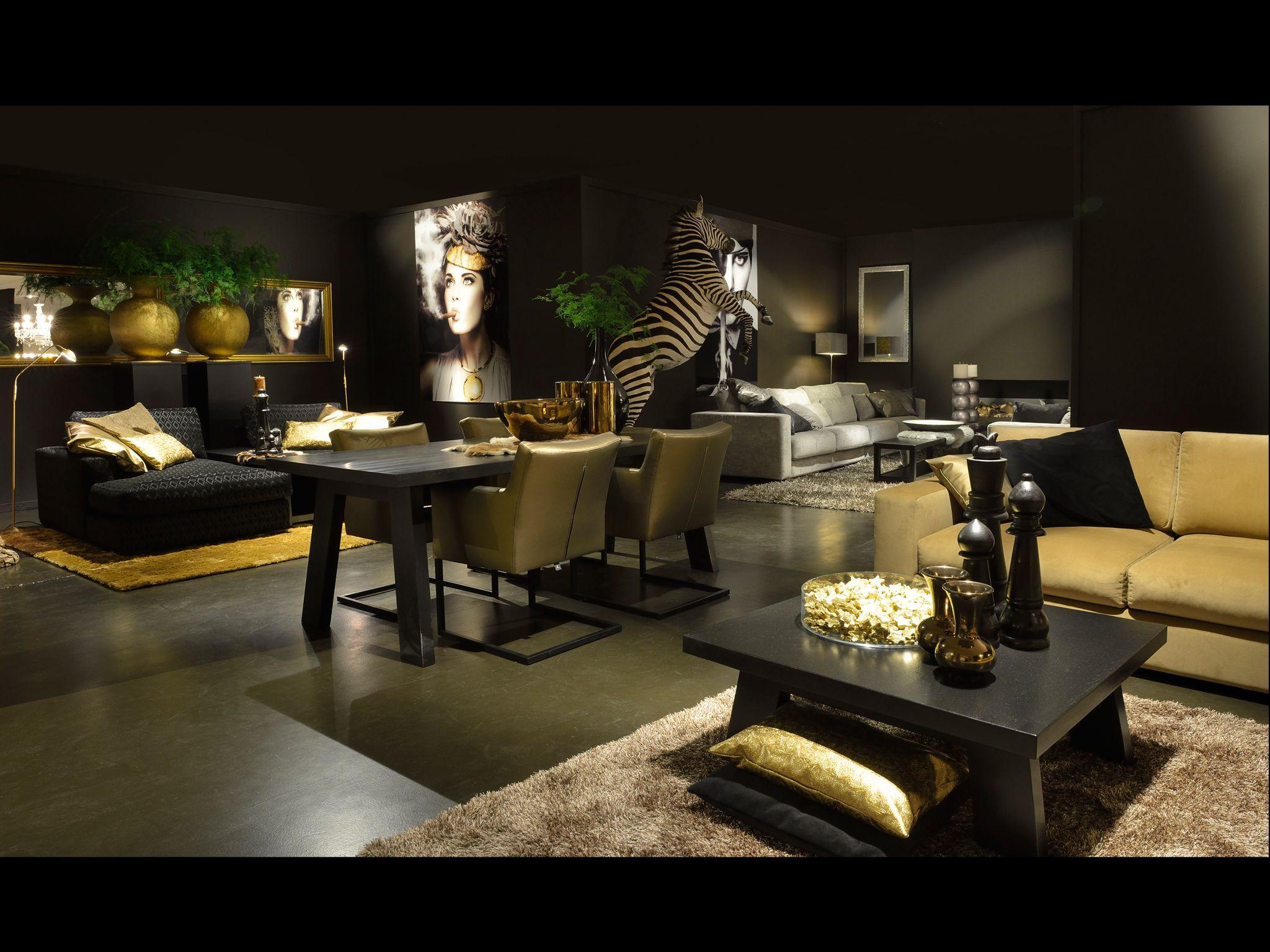 Woonkamer inspiratie meubelen fauteuil bank goud