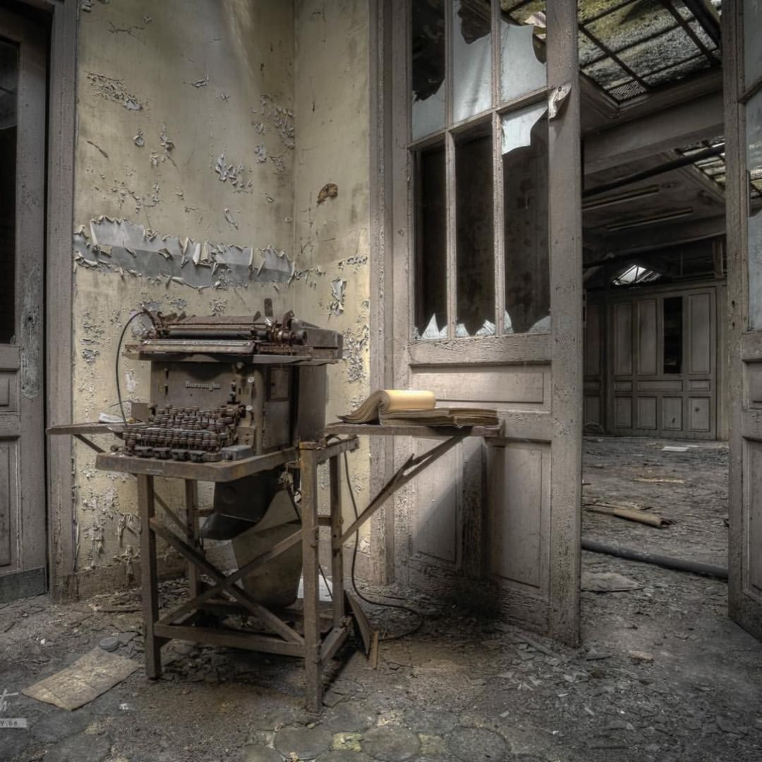 #decay_nation #decay #derelict #abandoned #provostkennethphotography #urbanexploration #explorer #lost #typemachine