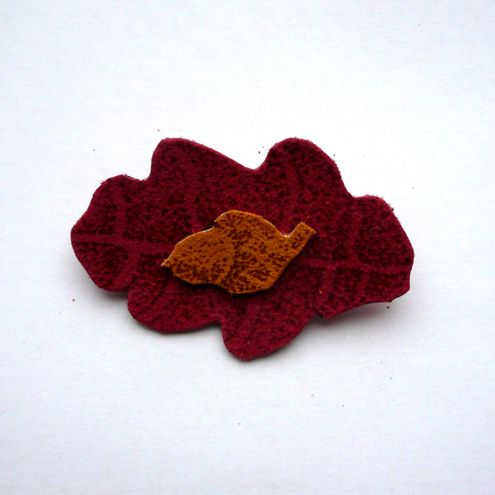 Oak Leaf Brooch in Red £6.00
