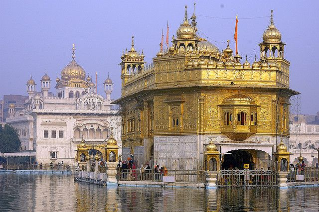 Un templo de oro que parece flotar, en India - 101 Lugares increíbles
