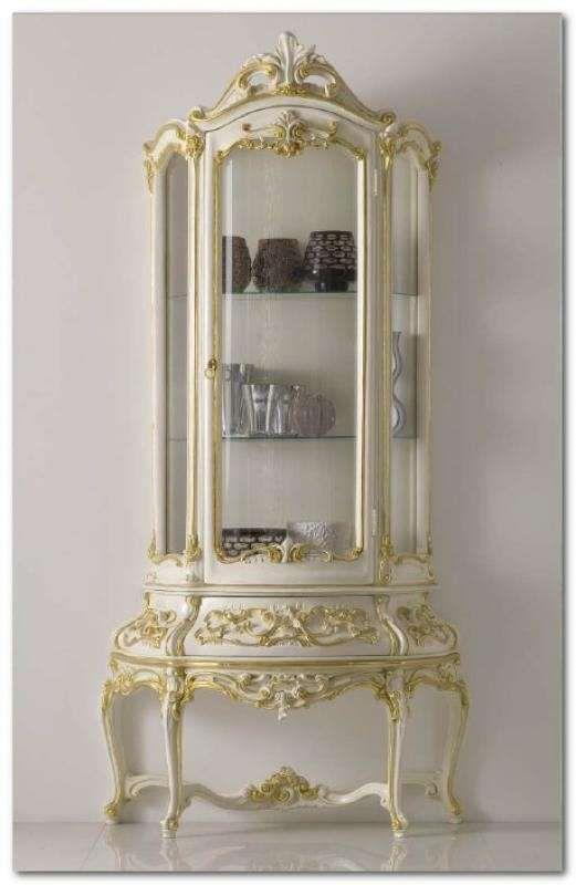 Sala da pranzo stile veneziano - Vetrinetta con rilievi in oro ...