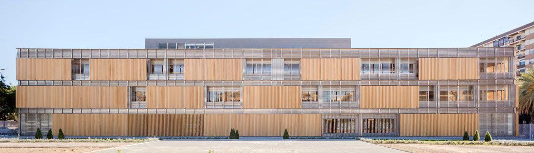 Fachada poniente lamas madera 1 Centre du0027Idiomes de la UV - fachada madera